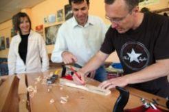 Façonnage manuel d'un outil en bois